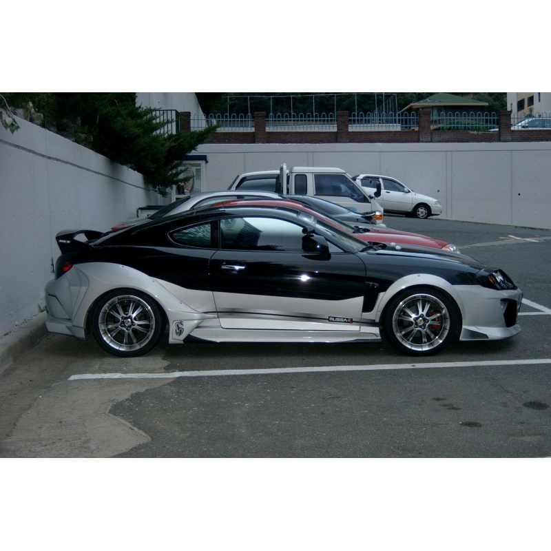 Get 2004 Hyundai Tiburon Wide Body Kit